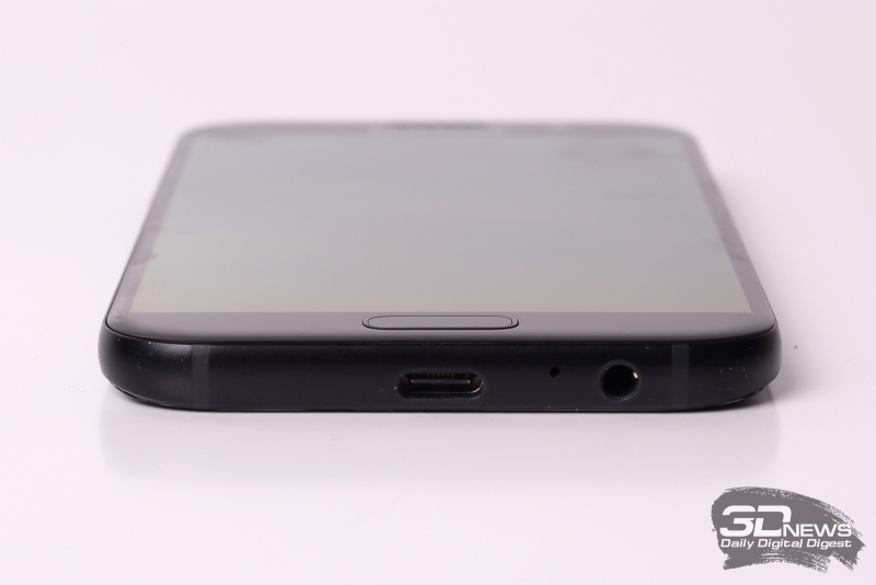 Samsung A-series, нижняя грань (на примере A5): миниджек (3,5 мм) для наушников/гарнитуры, порт USB Type-C и микрофон