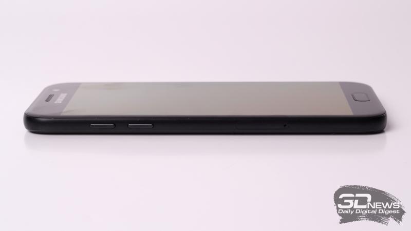 Samsung A-series, левая грань (на примере A5): клавиши регулировки громкости и спуска затвора камеры, а также второй слот для SIM-карты. У Galaxy A3 слот отсутствует