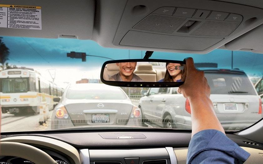 Xiaomi представила автомобильное зеркало заднего вида с дисплеем