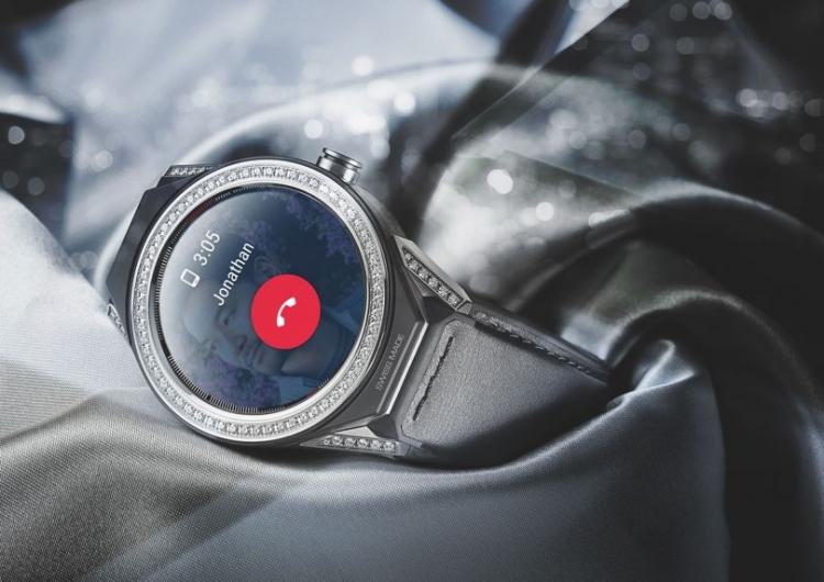 Компания TAG Heuer продемонстрировала новые модульные смарт-часы