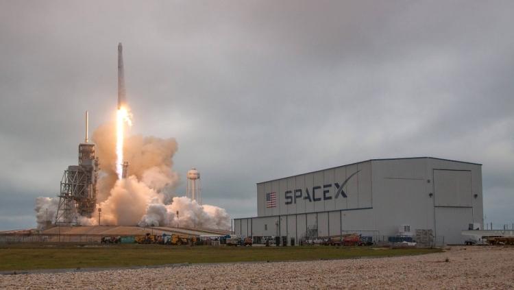 Космический корабль SpaceX Dragon успешно доставил груз с МКС на Землю