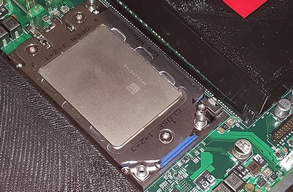 Так выглядит процессорный разъём AMD SP3. Нужен ли третий лишний в компанию к нему и AM4?