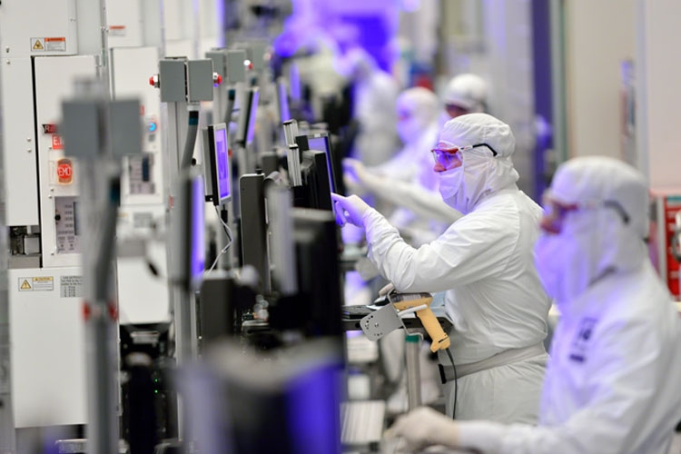 На заводе DX1 Intel в штате Орегон (Intel)