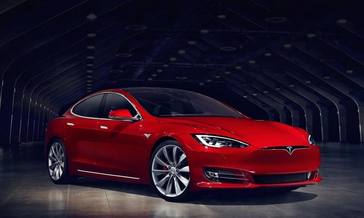 Tesla расширила возможности системы автопилотирования новых электрокаров