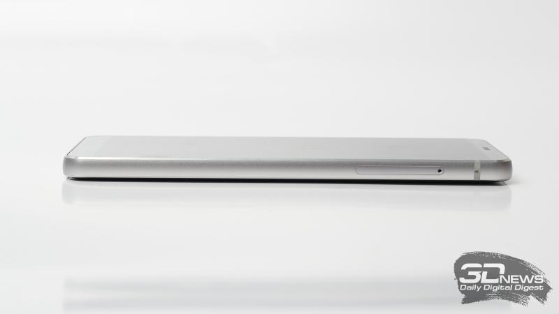 LG G6, правая грань: слот для SIM-карт и карты памяти