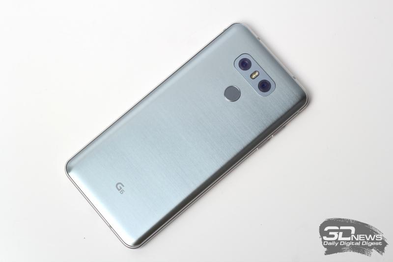 LG G6, тыльная панель: здесь две камеры, между ними вспышка с двумя додами; под ними – кнопка включения, совмещенная со сканером отпечатков пальцев