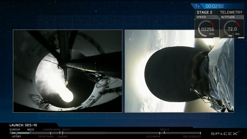 Вид c «рокеткама» на разделение ступеней ракеты Falcon-9. Скриншот с трансляции SpaceX