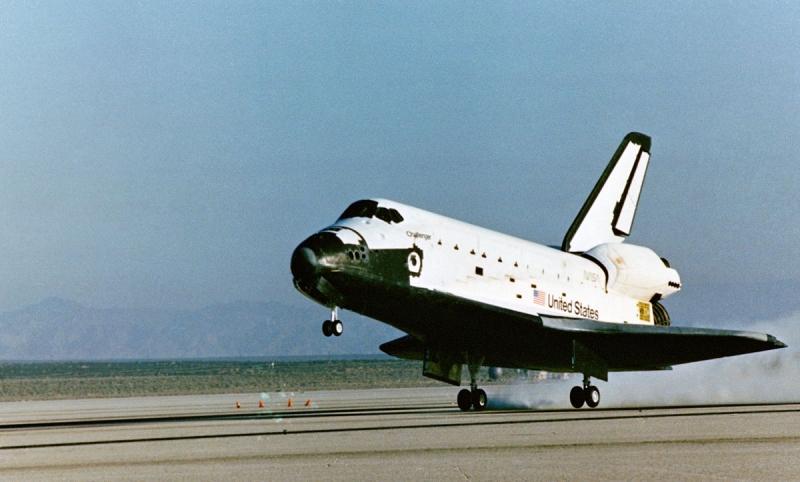 Горизонтальная планирующая посадка корабля системы Space Shuttle. Фото NASA