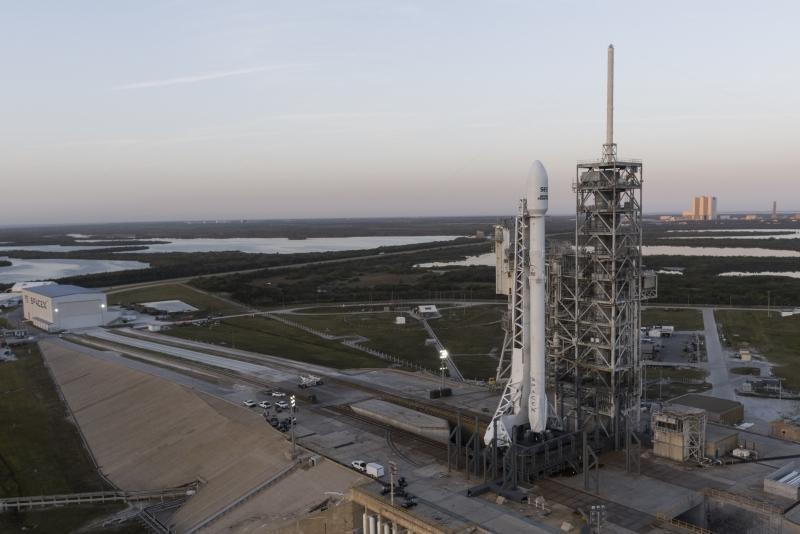 Falcon 9FT со спутником SES-10 на старте. Фото SpaceX
