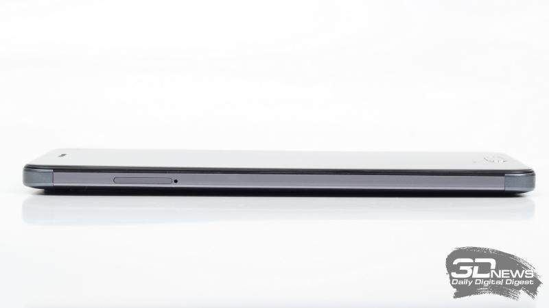 ZTE Blade V8, левая грань: слот для SIM-карт и/или карты памяти