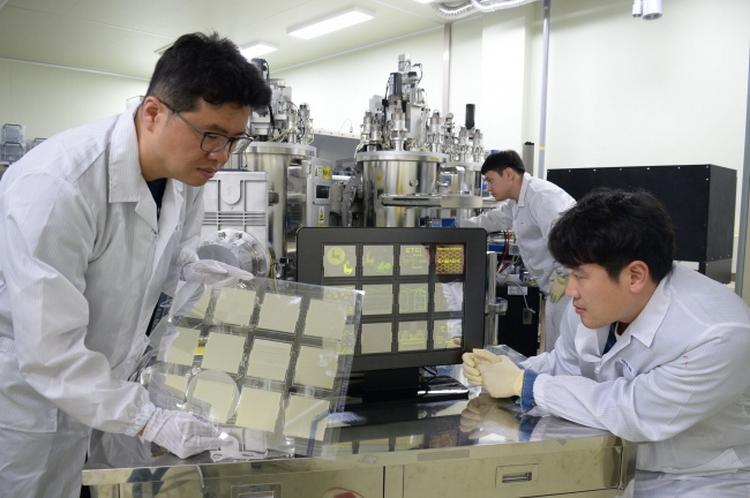 Команда учёных ETRI за работой