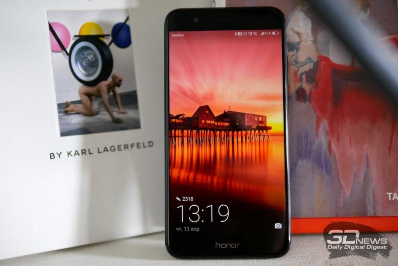 Honor 8 Pro, лицевая панель: над дисплеем расположен разговорный динамик,  индикатор состояния, фронтальная камера и датчик освещенности