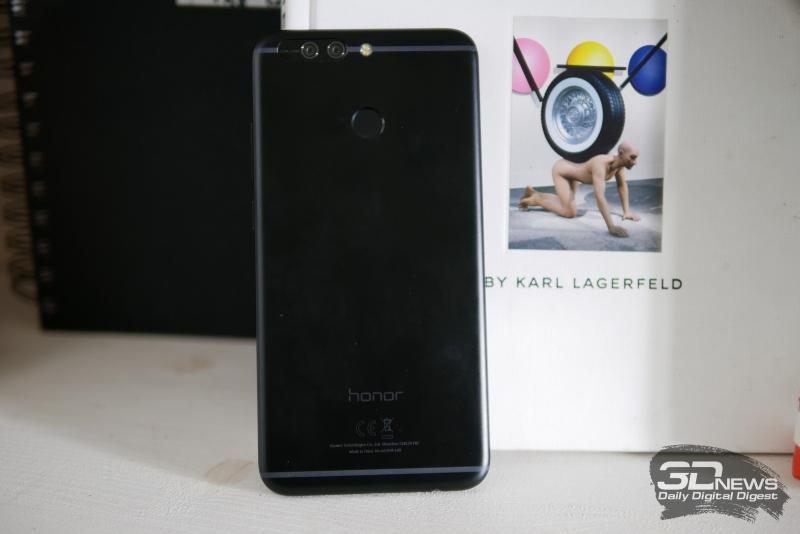 Honor 8 Pro, тыльная панель: в верхней части расположены два объектива камеры с двойной светодиодной вспышкой и лазерным автофокусом, ниже – сканер отпечатков пальцев