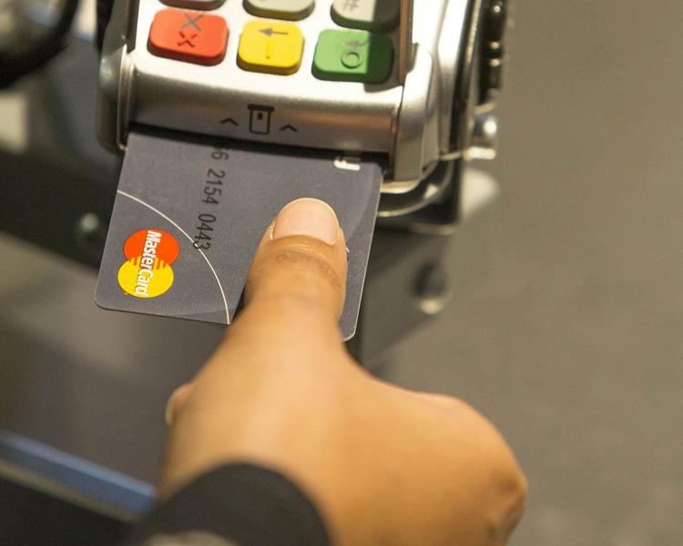 """Mastercard представила биометрическую банковскую карту нового поколения"""""""