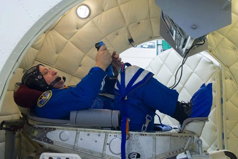 Подготовка экипажа к полёту продолжалась и на космодроме. Фото Роскосмоса