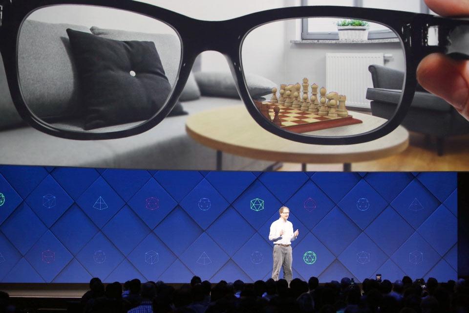 Facebook сообщила о работе над AR-очками, которые выйдут через 5 лет