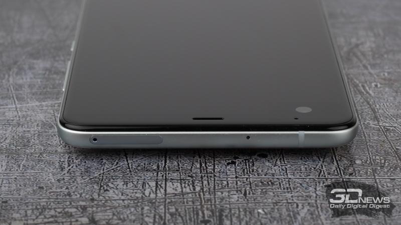 HTC U Ultra, верхняя грань: слот для SIM-карт и/или карты памяти и микрофон
