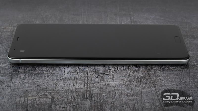 HTC U Ultra, левая грань без функциональных элементов