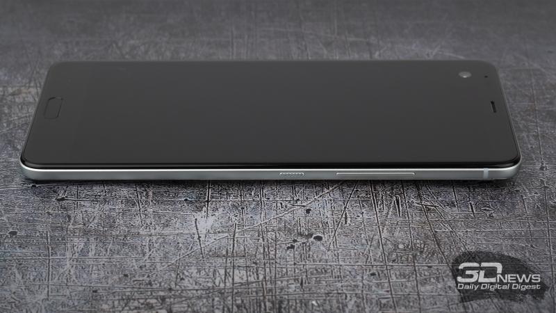 HTC U Ultra, правая грань: клавиша регулировки громкости и клавиша включения