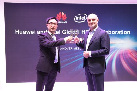 Представители Huawei и Intel на церемонии запуска глобального партнерства на Hannover Messe 2017