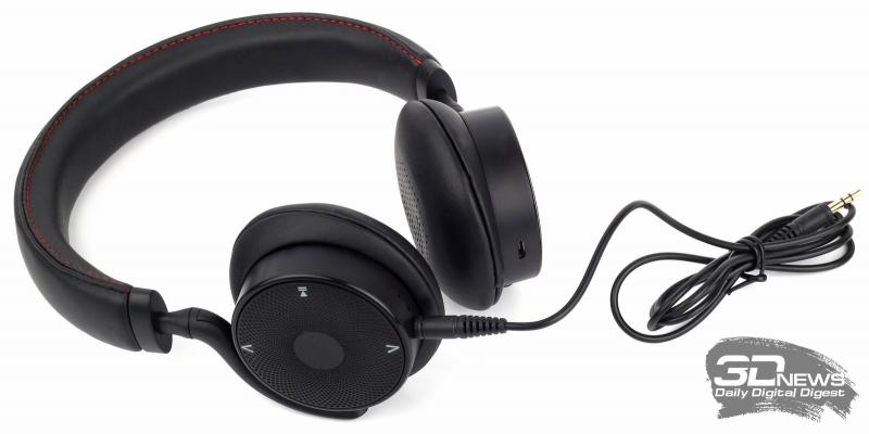 Гарнитура с подключённым аудиокабелем