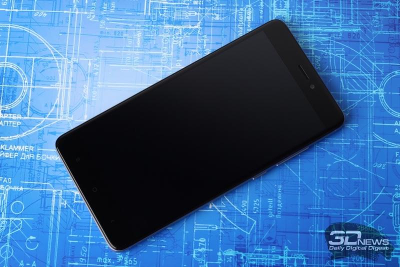 Xiaomi Redmi Note 4X, лицевая панель: под дисплеем – сенсорные навигационные клавиши, над дисплеем – фронтальная камера, датчик освещения, разговорный динамик и индикатор состояния