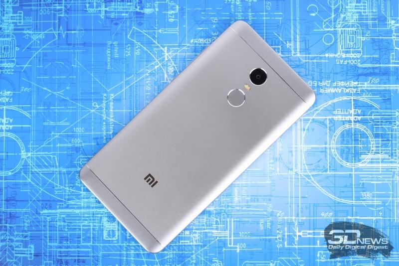 Xiaomi Redmi Note 4X, тыльная панель: привычный блок из объектива камеры и сканера отпечатков пальцев, разделенный двойной светодиодной вспышкой; сверху и снизу – пластиковые вставки для антенн