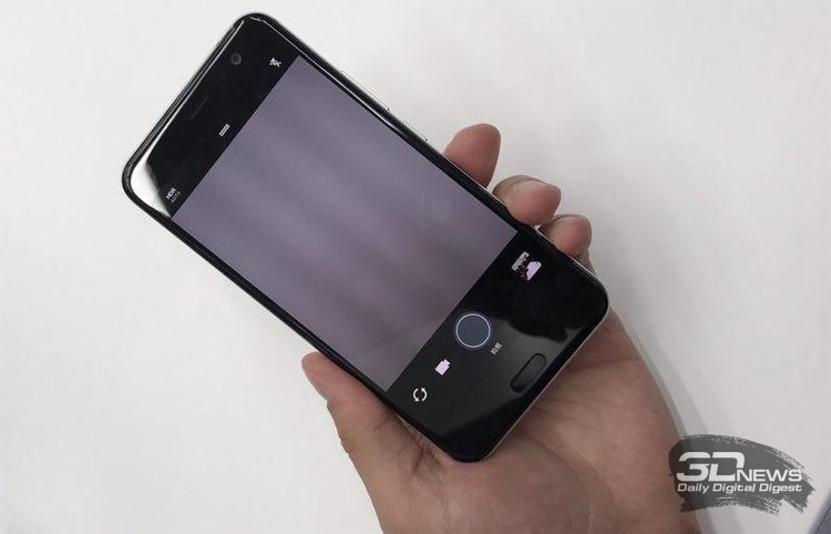 Компания HTC официально представила сжимаемый смартфон HTC U11