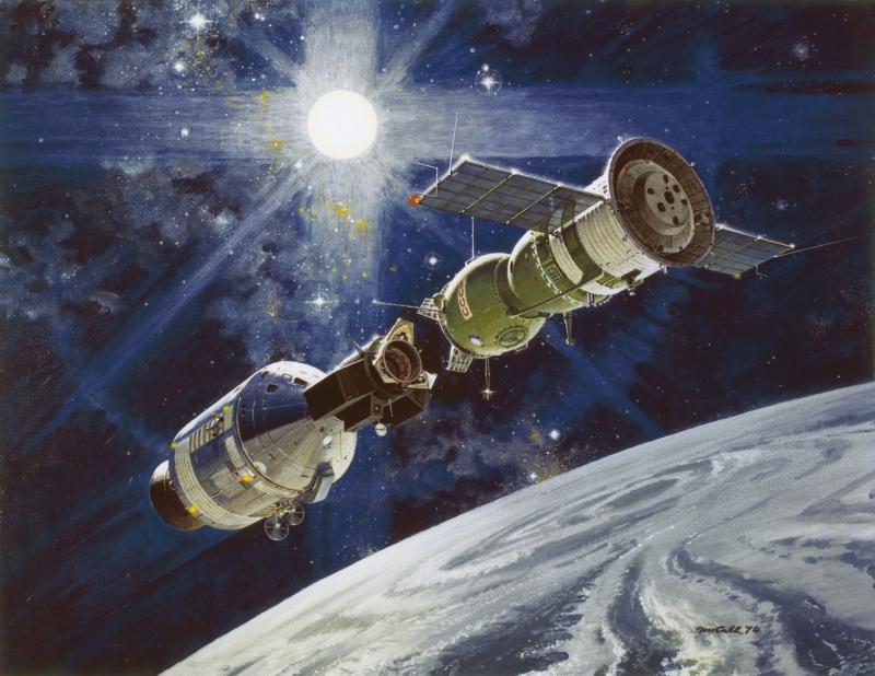 Стыковка кораблей «Союз» и Apollo на орбите. Картина Р. Макколла