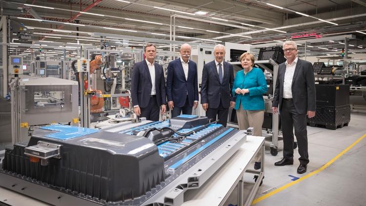 Daimler создаст одно из крупнейших в мире производств батарей для электромобилей - «Новости сети»