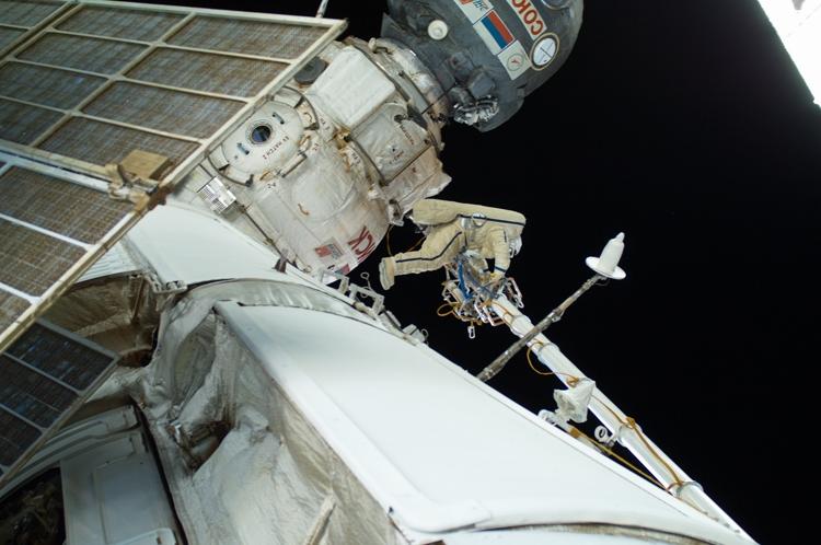 Поверхность МКС может быть хранителем биоматериала внеземного происхождения