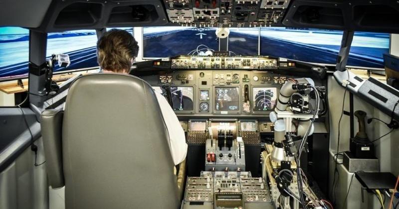 Робот-манипулятор DARPA ALIAS без помощи человека справился с посадкой Boeing 737