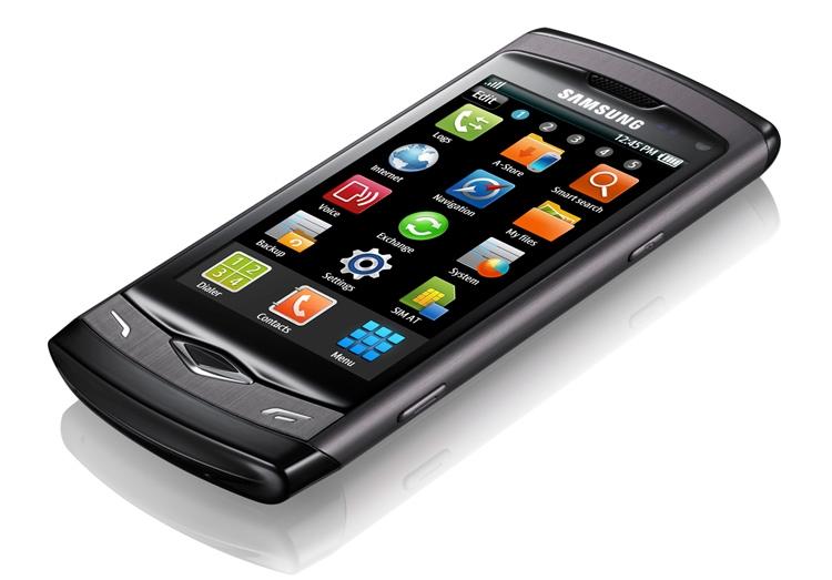 В 2010 году Samsung Wave (GT-S8500) стал первым в мире телефоном с дисплеем Super AMOLED