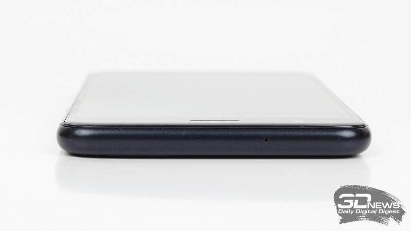 ASUS Zenfone 3 Zoom, верхняя грань: одинокий микрофон