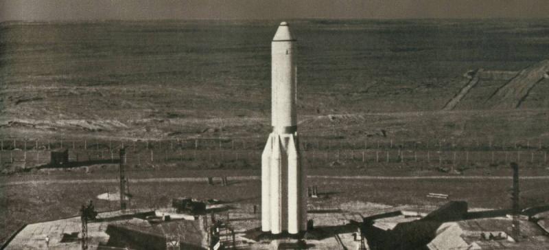 Двухступенчатая ракета-носитель УР-500 на старте. Кадр из фильма НПО машиностроения