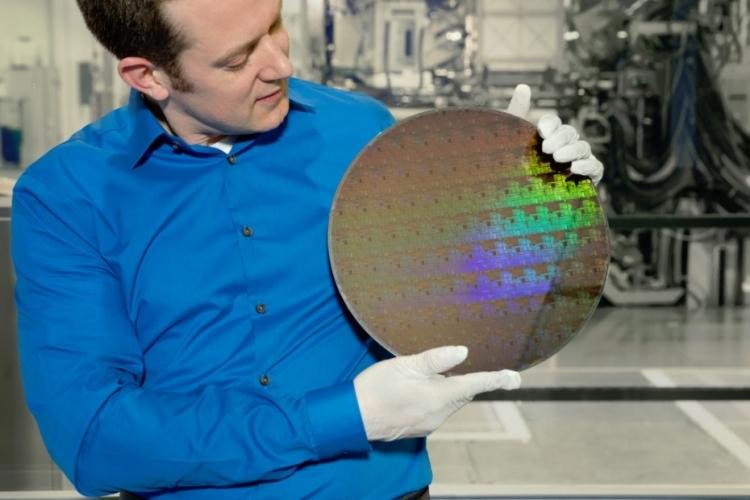 Пластина с опытными 5-нм транзисторами (IBM)