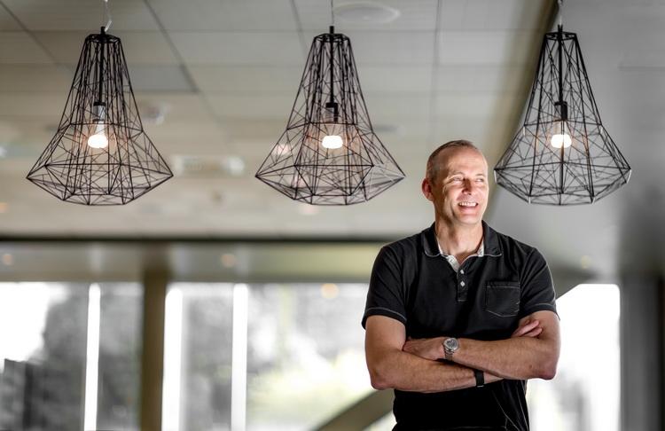 Тодд Холмдал, руководитель научных и инженерных усилий Microsoft по созданию масштабируемых квантовых оборудования и ПО (фото Scott Eklund/Red Box Pictures)