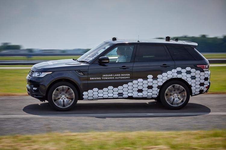 Jaguar Land Rover готовится к началу испытаний городского автопилота