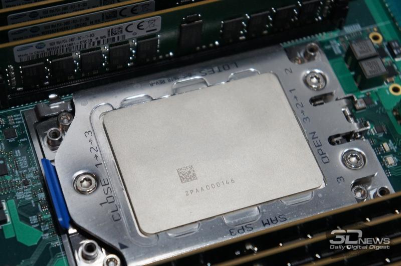 Процессор EPYC в процессорном разъёме Socket SP3