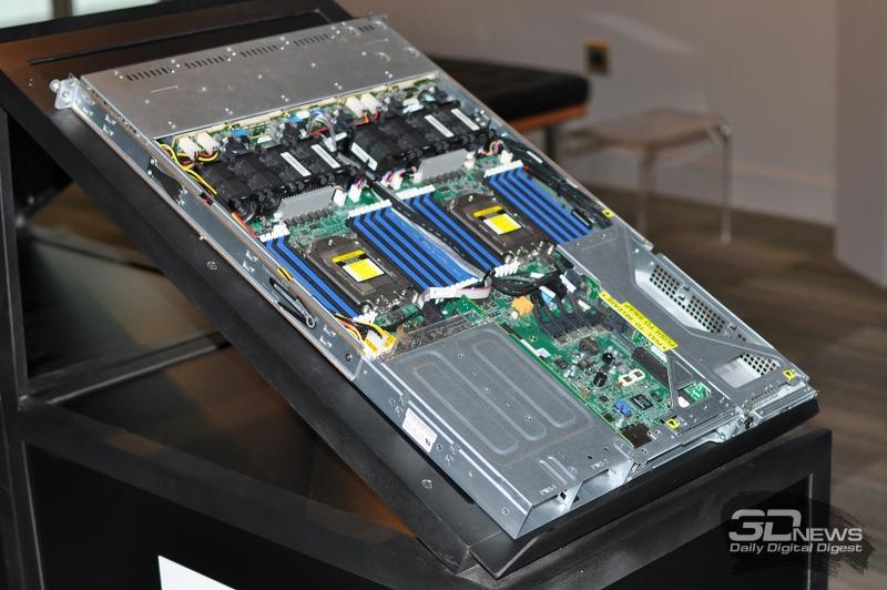 Типичный двухпроцессорный 1U сервер на EPYC. Производитель - Supermicro
