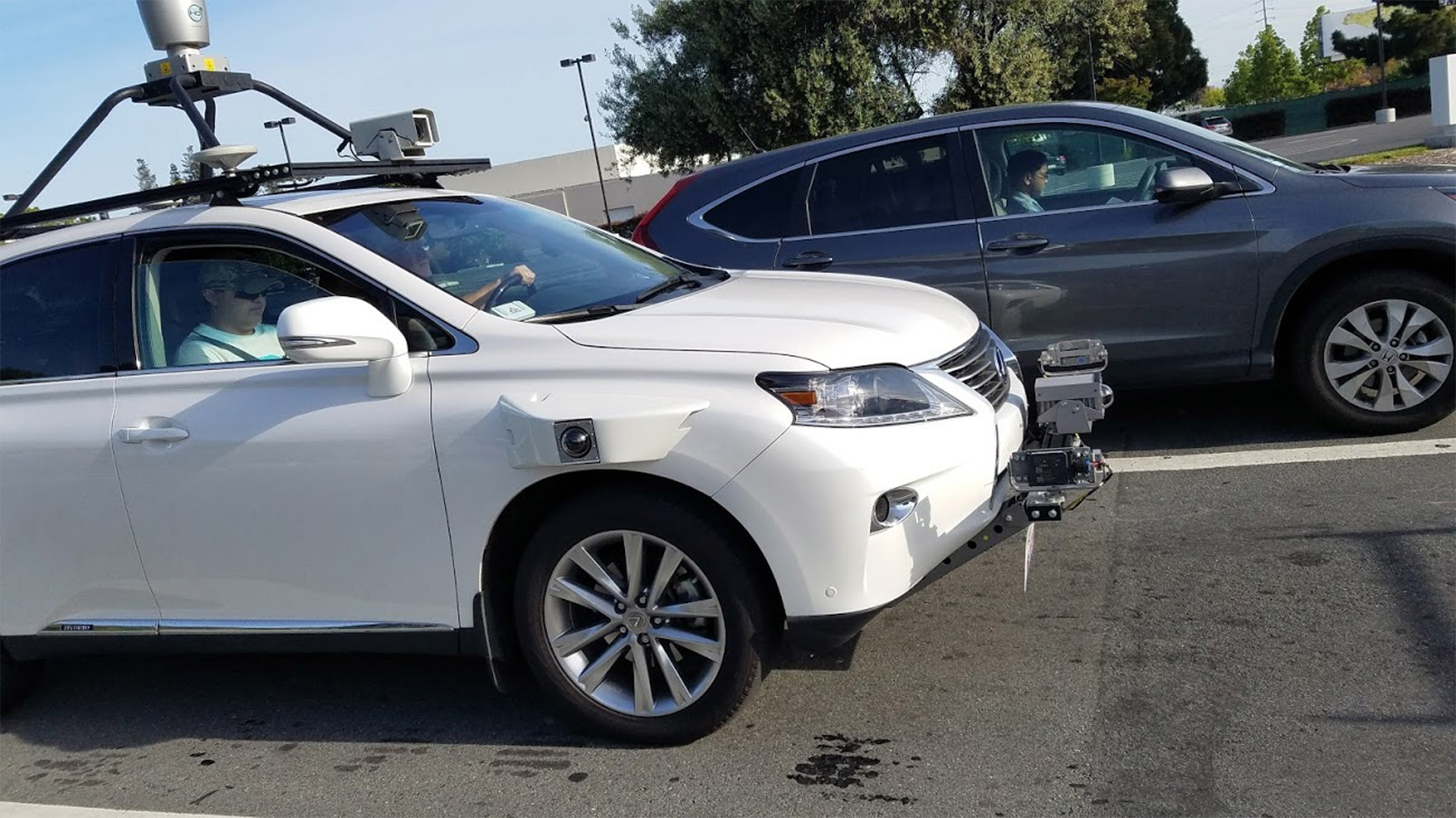 Apple будет тестировать самоуправляемые автомобили с компанией Hertz