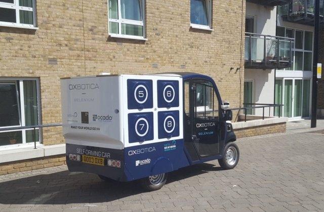 В Лондоне провели тестирование доставки продуктов робомобилем