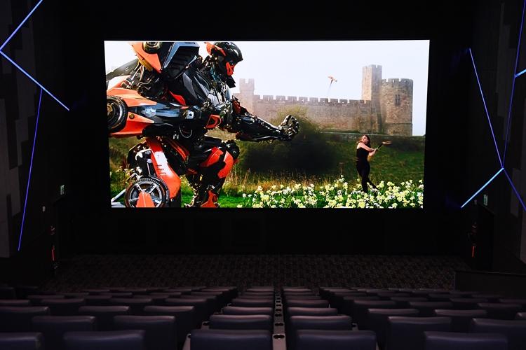"""Samsung установила первые в мире коммерческие панели Cinema LED"""""""