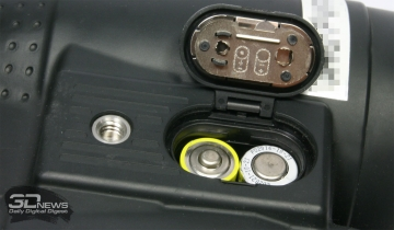 Аккумуляторный отсек бинокля Canon 18x50 IS AW