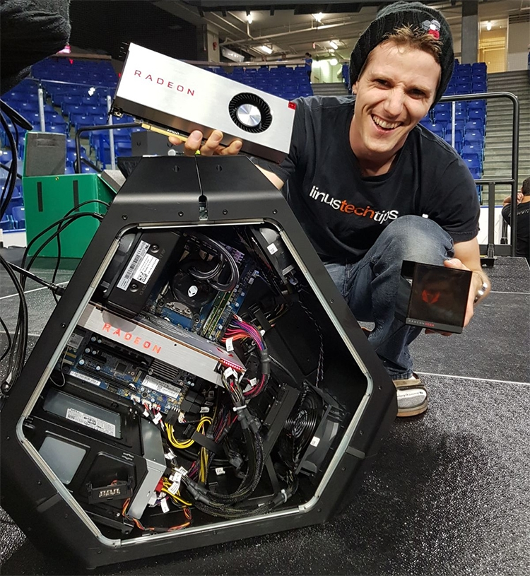 Alienware Area-51, AMD Radeon RX Vega и Holocube