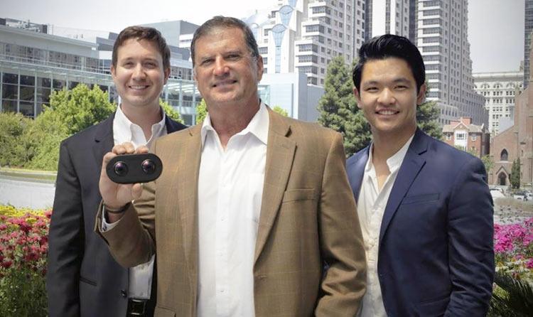 Слева направо: технический директор Lucid VR Адам Ровелл, главный инженер Джек Макколи и исполнительный директор Хан Чжин