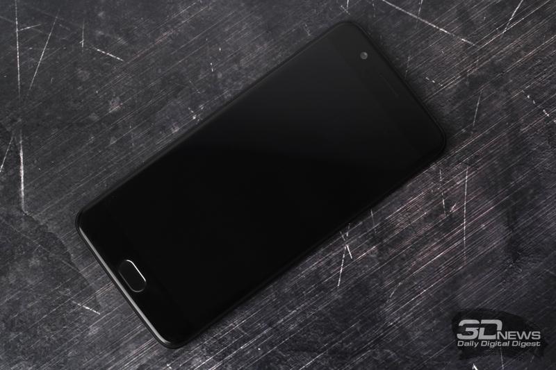 OnePlus 5, лицевая панель: под дисплеем – главная клавиша «Домой» со сканером отпечатков пальцев и две сенсорные навигационные клавиши; над дисплеем – разговорный динамик, фронтальная камера, индикатор и датчик освещения