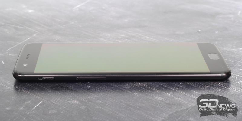 OnePlus 5, левая грань: переключатель звуковых профилей и клавиша регулировки громкости/спуска завтора камеры