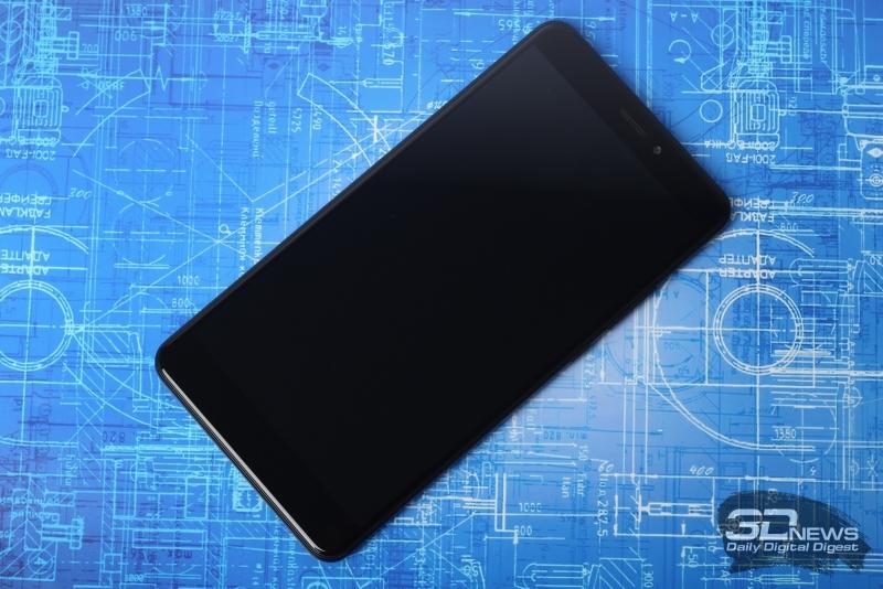 Xiaomi Mi Max 2, лицевая панель: над дисплеем – динамик, индикатор и фронтальная камера, под дисплеем – три сенсорные навигационные клавиши