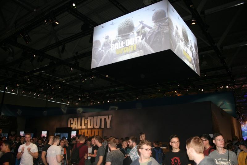 Как всегда, к Call of Duty одна из самых больших очередей